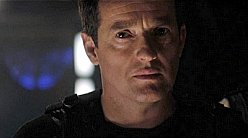 Stargate-universe-colonel-Young.jpg